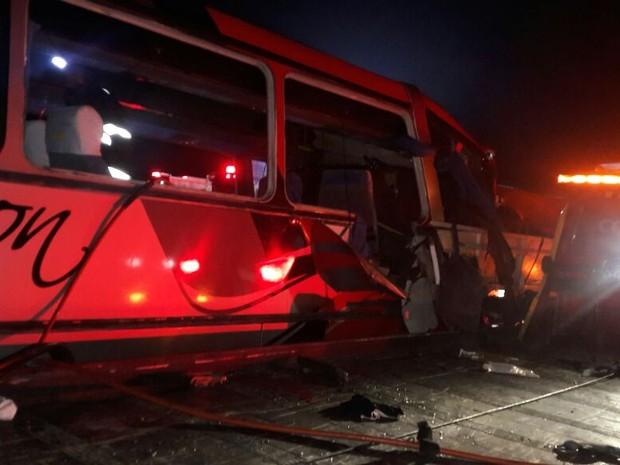 Uma das vítimas diz que maioria dos passageiros dormiam na hora da colisão (Foto: Edgar Rocha/TV Vanguarda)