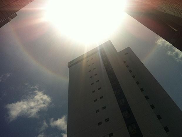Foto do halo solar, no céu do Recife (Foto: Juliano Miranda de Carvalho / VC no G1)