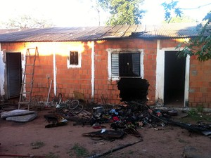 Polícia ainda investiga as causas do incêndio em Várzea Grande. (Foto: Gésseca Ronfim / G1)