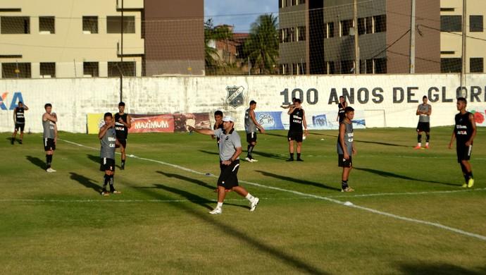ABC - 13 jogadores no time titular - treino (Foto: Jocaff Souza/GloboEsporte.com)