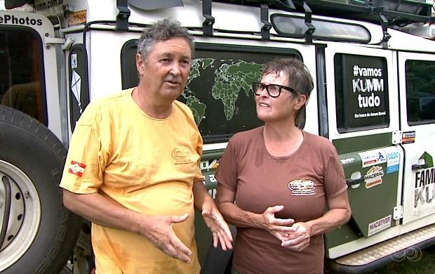 Walfredo e Luciene Kumm tiram fotos e vendem para pagar parte dos custos da viagem (Foto: Acre TV)