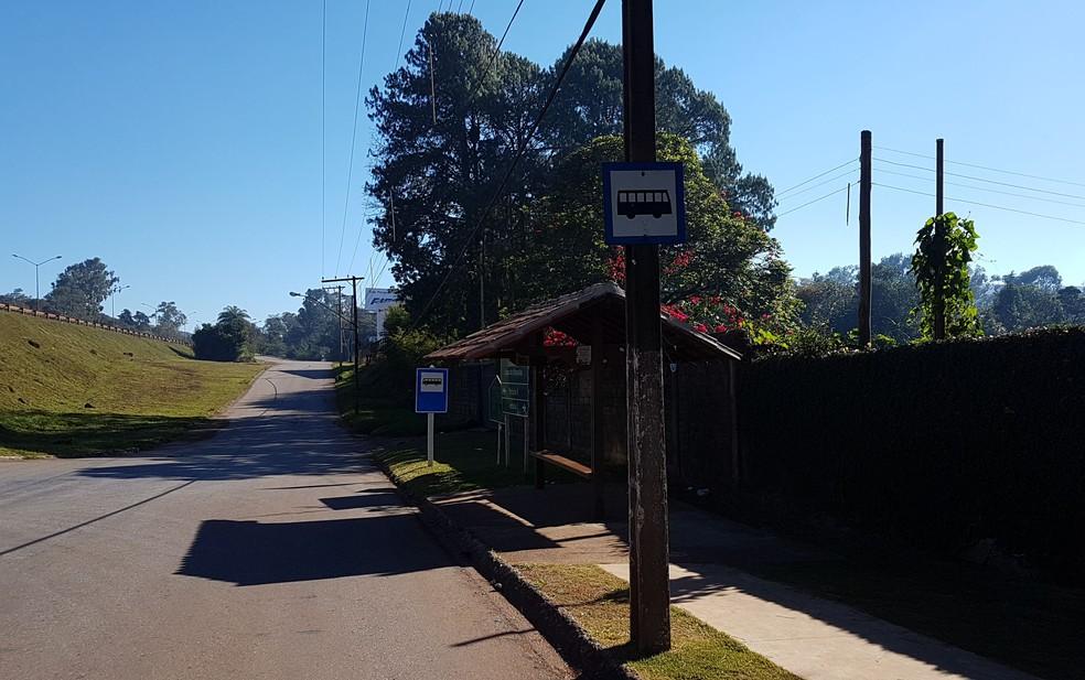 Ponto de ônibus onde Ana Paula foi vista pela última vez em junho de 2016 (Foto: Flávia Cristini/G1)