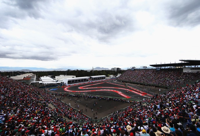 Público lota as arquibancadas no retorno do GP do México à Fórmula 1 após 23 anos (Foto: Getty Images)