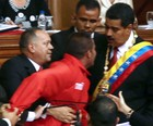 Homem invade palco na posse de Maduro (Francisco Boza/AFP)