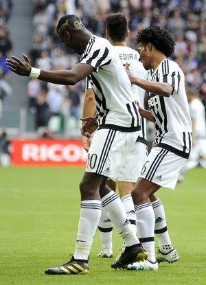 Pogba e Cuadrado, Juventus x Palermo (Foto: Reuters / Giorgio Perottino)