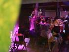 Thiago Fragoso desce até o chão e Marjorie Estiano se empolga em festa