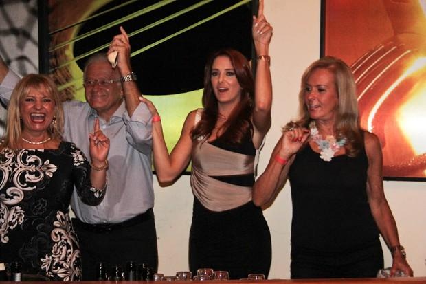 Ticiane curte show do marido ao lado da família (Foto: Milene Cardoso/Ag News)
