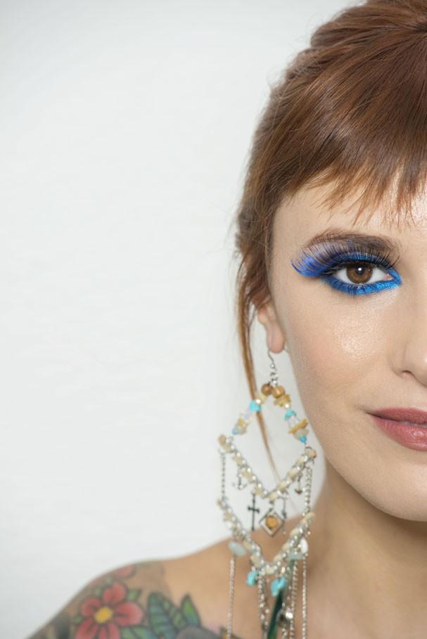 Cílios postiços: Valem por maquiagem completa no Carnaval (Foto: Andrea Dematte/Glamour)