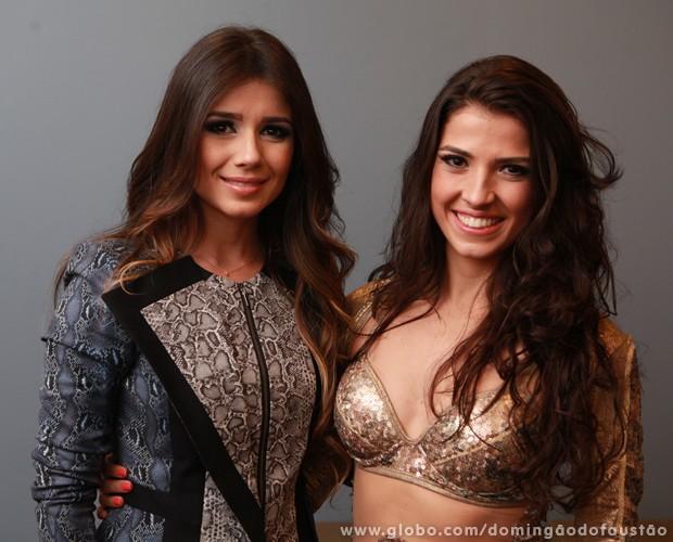 Paula Fernandes e Dani De Lova mostram semelhança em foto (Foto: Domingão do Faustão/TV Globo)