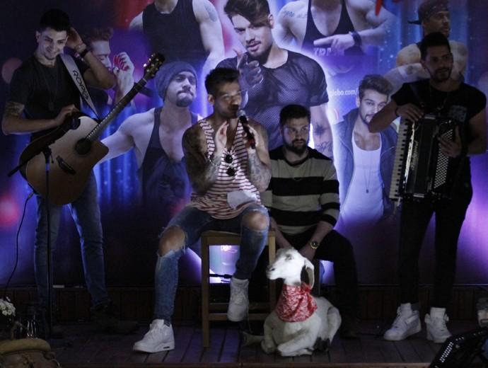 Lucas Lucco faz pocket show no 'Dança 2015' (Foto: Fabiano Battaglin / Gshow)