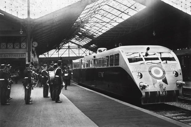 O presidente Albert Lebrun embarca na estação de Paris-Saint Lazare para Cherbourg em 1933 (Foto: Divulgação)