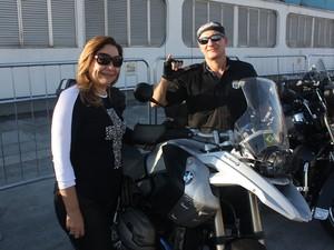 Casal foi de BMW ao evento da Harley (Foto: Rafael Miotto/G1)