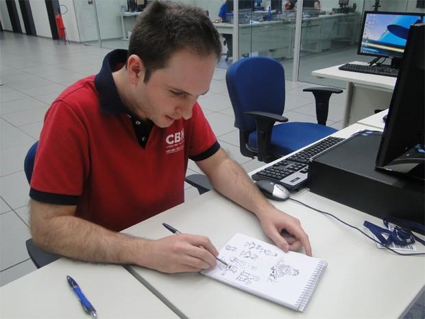 Caetano Cury desenha desde a infância e mantém um blog onde concentra grande parte de seus trabalhos (Foto: Fernanda Testa/G1)