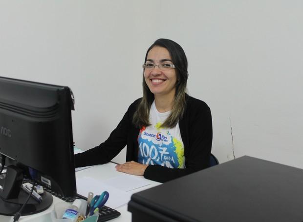 Tamires Sampaio trabalha há cinco anos na TV Grande Rio (Foto: Gabriela Canário)