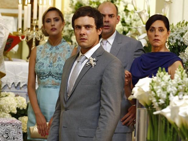Caíque é deixado no altar no dia de seu casamento com Laura (Foto: Raphael Dias/ Gshow)