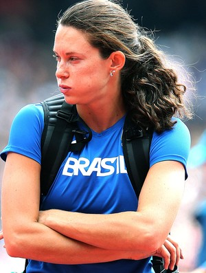 Fabiana Murer na prova de salto com vara em Londres (Foto: Ivo Gonzalez / Agencia O Globo)