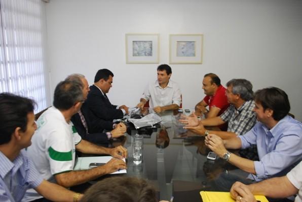 Reunião entre os presidentes de Campinense e Treze com o prefeito de Campina (Foto: Divulgação / Codecom)