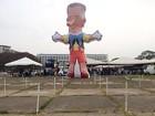 Com boneco de Rollemberg, policiais fazem ato e rejeitam proposta do GDF