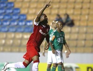 Ygor comemora gol do Internacional contra o Palmeiras (Foto: Marcos Bezerra / Ag. Estado)