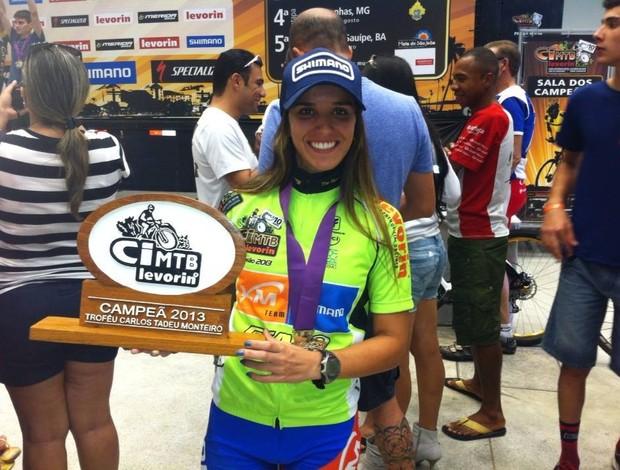 Isabella Lacerda é campeã da Copa Internacional Levorin de Mountain Bike (CIMTB) 2013 (Foto: Marlen Ferreira/Arquivo pessoal)