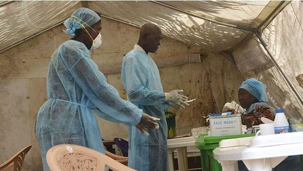 Surto de Ebola é o maior da história já matou quase 500 pessoas em três países da África Ocidental (Foto: BBC)