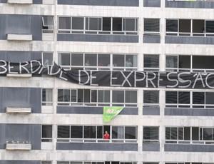 Protesto contra o Náutico e CBF nos Aflitos (Foto: Aldo Carneiro/Pernambuco Press)