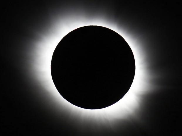 Eclipse total do Sol visto de Svalbard, na Noruega, nesta sexta-feira (20) (Foto: Haakon Mosvold Larsen, NTB Scanpix/AP)