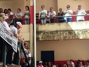 Professores ocupam Secretaria de Administração de Goiana (Foto: Ana Paula Borges/WhatsApp)