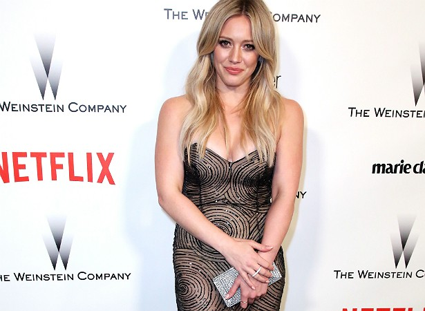 """Hilary Duff também foi chamada de gorda por internautas, logo após ela dar à luz, em março de 2012. A reação da cantora não poderia sem mais simples e certeira contra o anonimato da web: """"Fala na minha cara"""". (Foto: Getty Images)"""