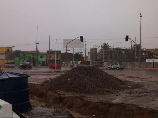 Nas obras da Raul Barbosa o trafego de veículos não ficou prejudicado (Foto: Gioras Xerez/G1 Ceará)