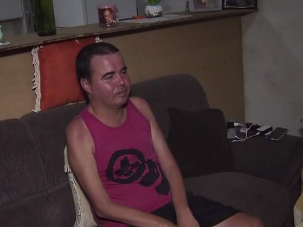 Portador de ELA precisa de uma cadeira motorizada (Foto: Reprodução / TV Tribuna)