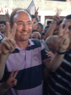 Mulim comemora o resultado em São Gonçalo (Foto: Isabela Marinho/G1)
