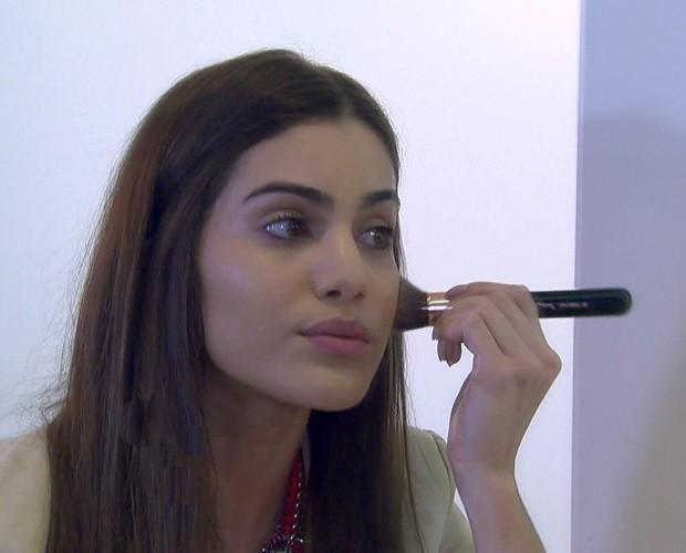 Camila Coelho ensina maquiagem para o dia a dia (Foto: Mais Você/TV Globo)