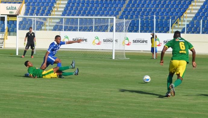 Confiança x Estanciano sub-19 (Foto: Osmar Rios / GloboEsporte.com)