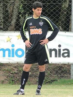Magno Alves no treino do Atlético-MG no Sul (Foto  Marco Antônio Astoni 5b677e8b341f4