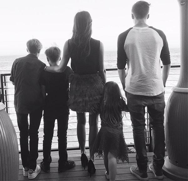 Victoria Beckham com a família (Foto: Reprodução/Instagram)
