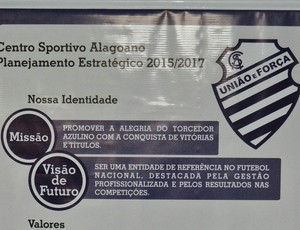 Cartilha de planejamento do CSA para a temporada 2015 (Foto: Henrique Pereira/GloboEsporte.com)