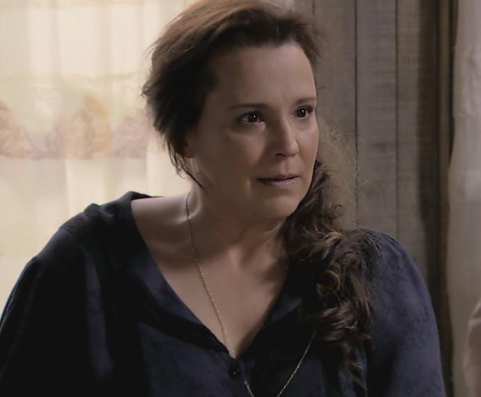Emília fica decepcionada com Lívia (Foto: TV Globo)