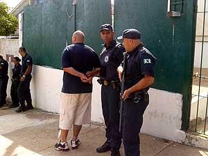 Homem de 28 anos é preso suspeito de torturar, agredir companheira e por tráfico de drogas em Valinhos (Foto: Divulgação/GM Valinhos)