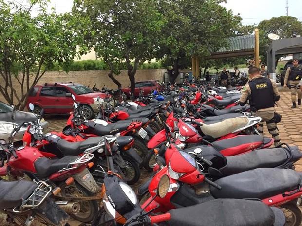 Motocicletas foram levadas para a Base da PRF em Bom Jesus (Foto: PRF)