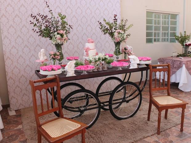 Cerimônia de noivado foi realizada em asilo de Pirassununga no sábado (Foto: Ana Marin/ G1)
