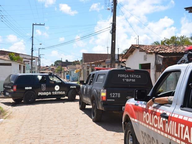 O capitão Clecitoni informou que quatro guarnições da Força Tática, com cerca de 20 homens, três Unidades de Polícia Solidária e veículos da Rotam participaram da operação. (Foto: Walter Paparazzo/G1)