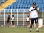 Com estudo e improviso, Gaúcho indica formação do XV para estreia