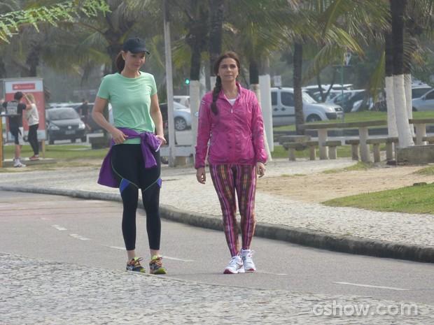 Elas andam pelo calçadão (Foto: Em Família / TV Globo)