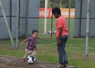 Filho de Anderson treino do Inter (Foto: Tomás Hammes/GloboEsporte.com)