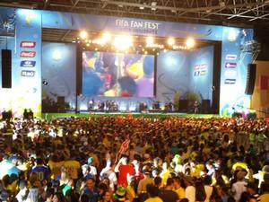 Milhares lotam o Fan Fest em Belo Horizonte nesta segunda. (Foto: Laura de Las Casas/G1)