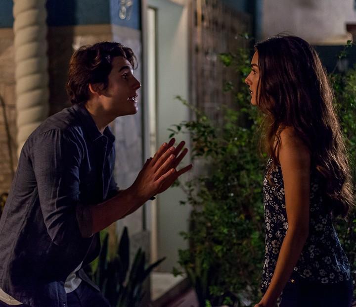 Rodrigo procura Lu pra saber por que ela dise que Ciça é falsa e mentirosa (Foto: Artur Meninea/Gshow)