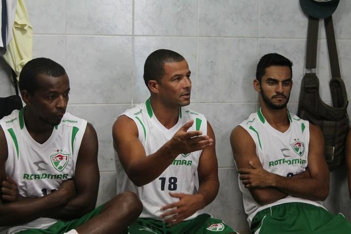 Tamandaré fala em nome do grupo na apresentação de Sérgio China (Foto: Emerson Rocha)