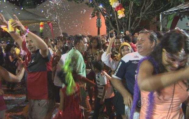 Batalha dos Confetes no Largo dos Inocentes (Foto: Reprodução/TV Amapá)