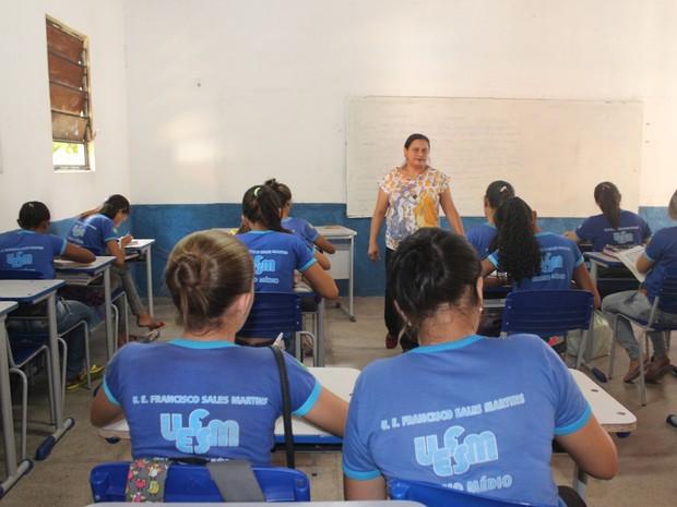 Alunos da Escolar Francisco Sales Martinsem Castelo continuam amedrontados,diz diretora. (Foto: Gilcilene Araújo/G1)